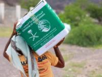 مركز الملك سلمان يواصل تقديم المساعدات الغذائية للنازحين والمتضررين من الأمطار بعدن