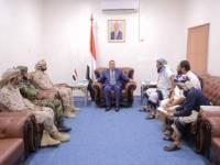 رئيس الوزراء يشدد على ضرورة تعاون كافة الجهات الأمنية بالعاصمة عدن