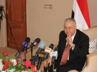 أزمة جديدة تضرب الشرعية باستقالة محافظ عدن
