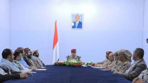 الفريق المقدشي يترأس اجتماعاً بمحافظي المحافظات ويؤكد تحمل القوات المسلحة مسؤولية استعادة استقرار اليمن