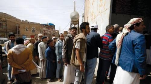 اليمن يدعو لإرغام الحوثيين على السلام ووقف تهريب الأسلحة الإيرانية