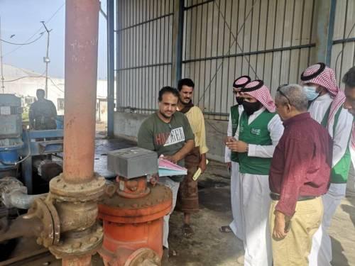 فريق من البرنامج السعودي يزور محطات الكهرباء ويتفقد المشاريع التي ينفذها بعدن
