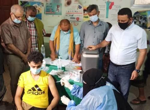 الوليدي يطلع على سير اجراءات التطعيم ضد فيروس كورونا بمحافظة لحج