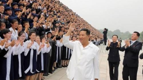 كوريا الشمالية تختبر إطلاق صواريخ بعيدة المدى