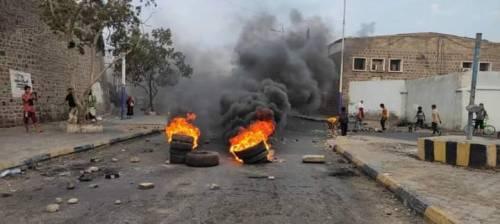 لليوم الثاني.. اتساع دائرة الاحتجاجات في العاصمة عدن (صور)