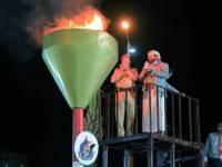 رئيس هيئة الأركان ومحافظ مأرب يوقدان الشعلة الأم الـ 59 لثورة 26 سبتمبر المجيدة
